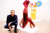 Jeff Koons Visits Gagosian Stand at Frieze Art Fair in London