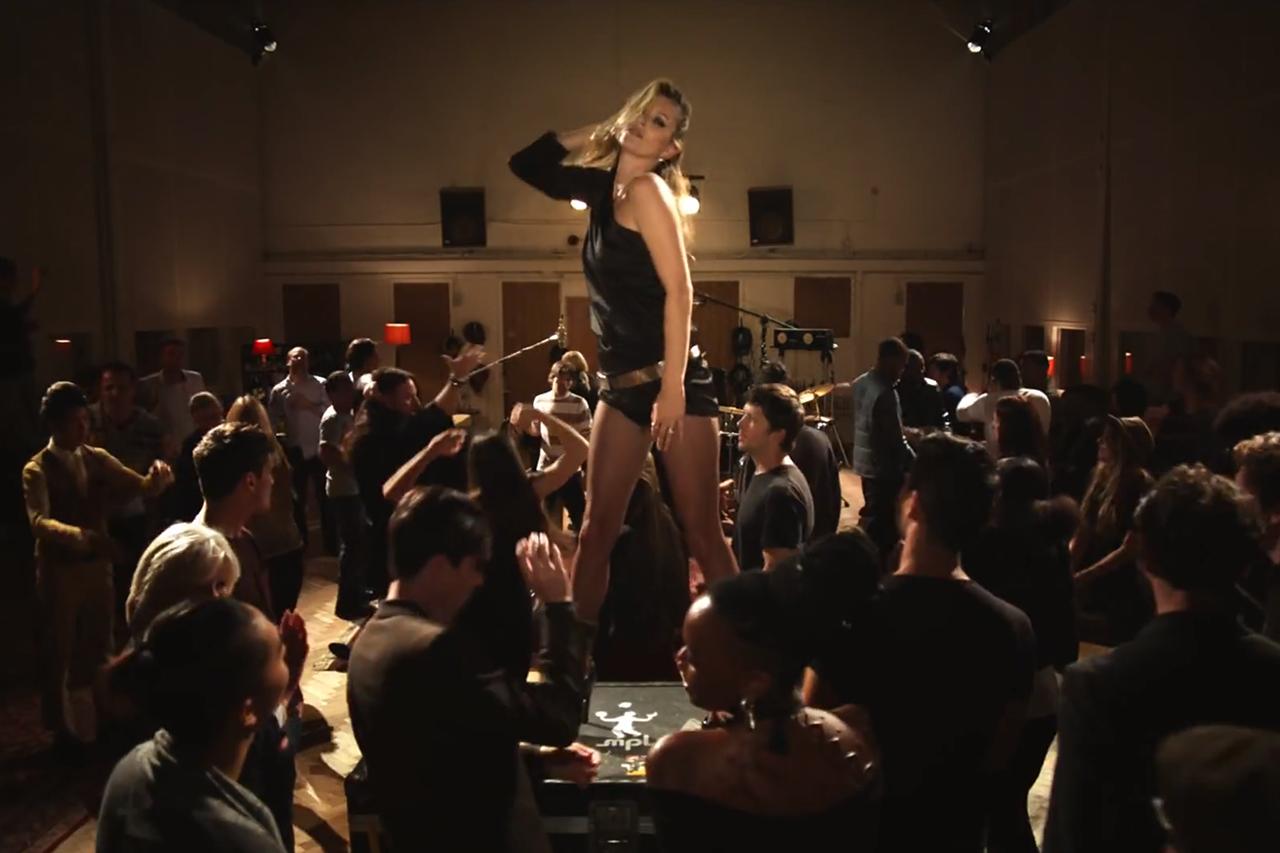 """Kate Moss Struts Her Stuff in Paul McCartney's Star-Studded """"Queenie Eye"""" Video"""