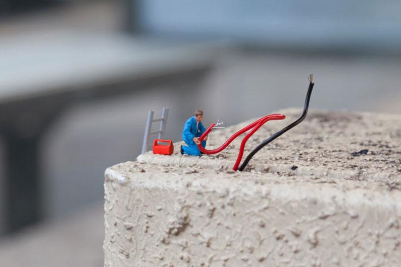 Miniature Workers by Slinkachu Raise Unemployment Awareness