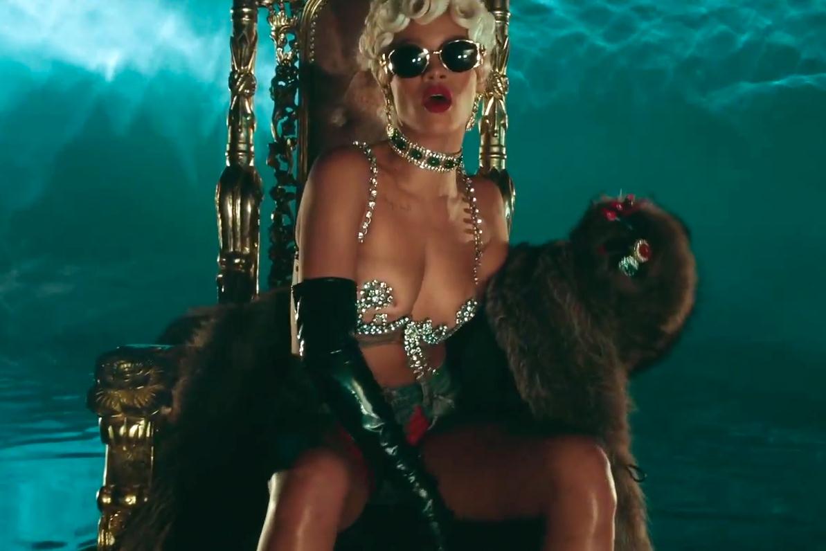 Rihanna - Pour It Up | Video