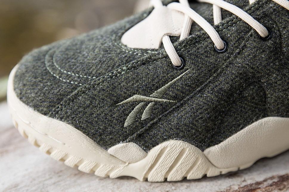 sneakersnstuff x reebok kamikaze ii mid txt herringbone