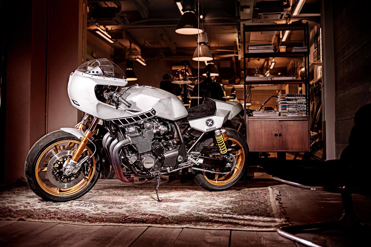 "Yard Built Yamaha XJR1300 ""Eau Rouge"" by Deus Ex Machina Italy"