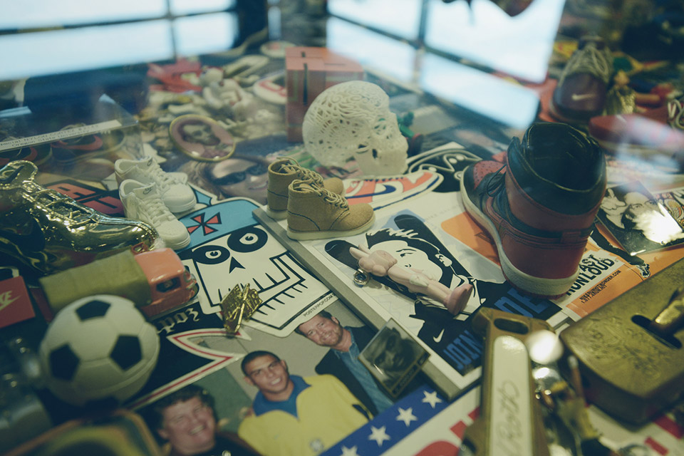 http://hypebeast.com/2013/12/a-look-inside-nike-ceo-mark-parkers-office