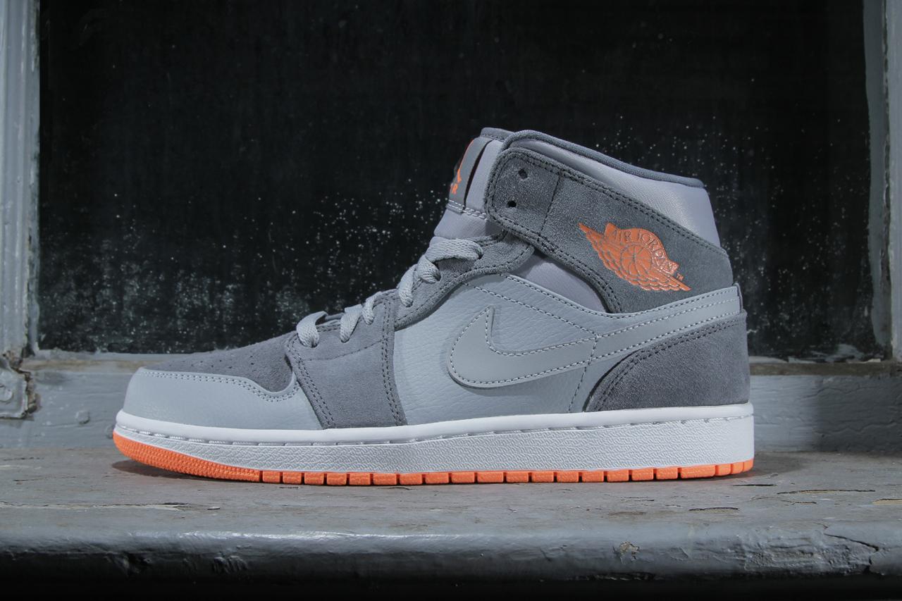 Air Jordan 1 Mid Wolf Grey/Atomic Orange