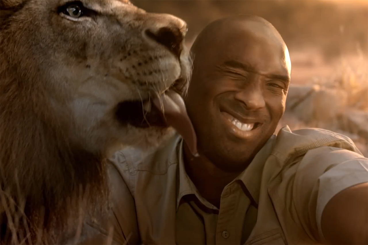 Kobe Bryant and Lionel Messi Shoot Selfies for Turkish Airlines