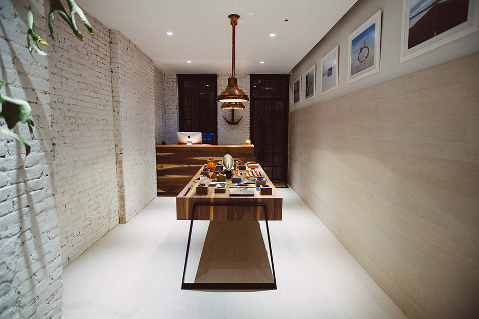 As a New York transplant, it's great to see Miansai expand to the west coast after their first store on Crosby Street in Soho. The store space is absolutely beautiful, from the cabinetry to the backyard space/5(15).