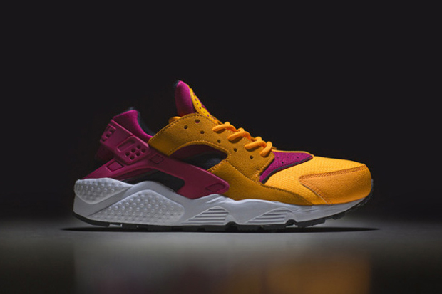 "size? Exclusive Nike Air Huarache LE ""Laser Orange"""