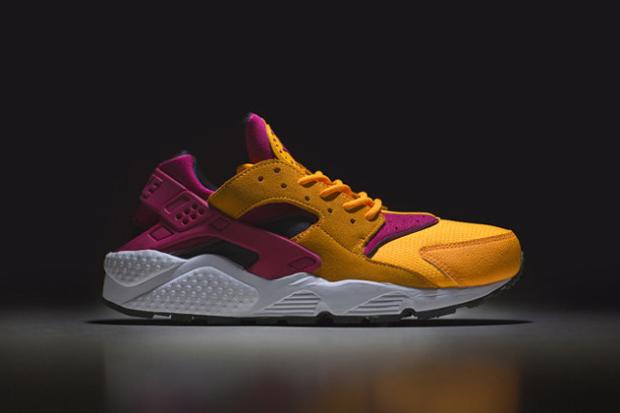 "size? Exclusive Nike Air Huarache LE ""Laser Orange"""