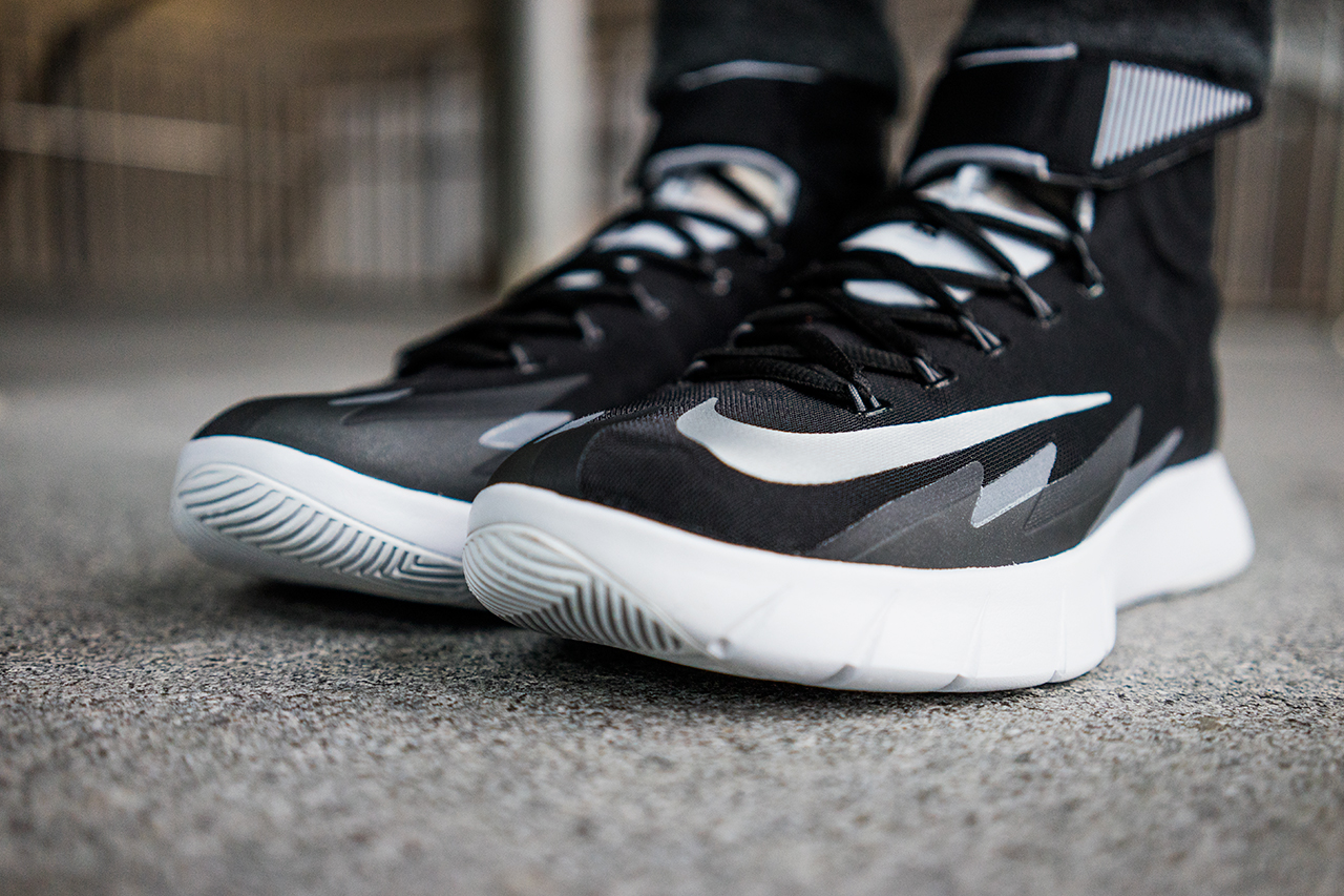 a closer look at the nike zoom hyperrev black