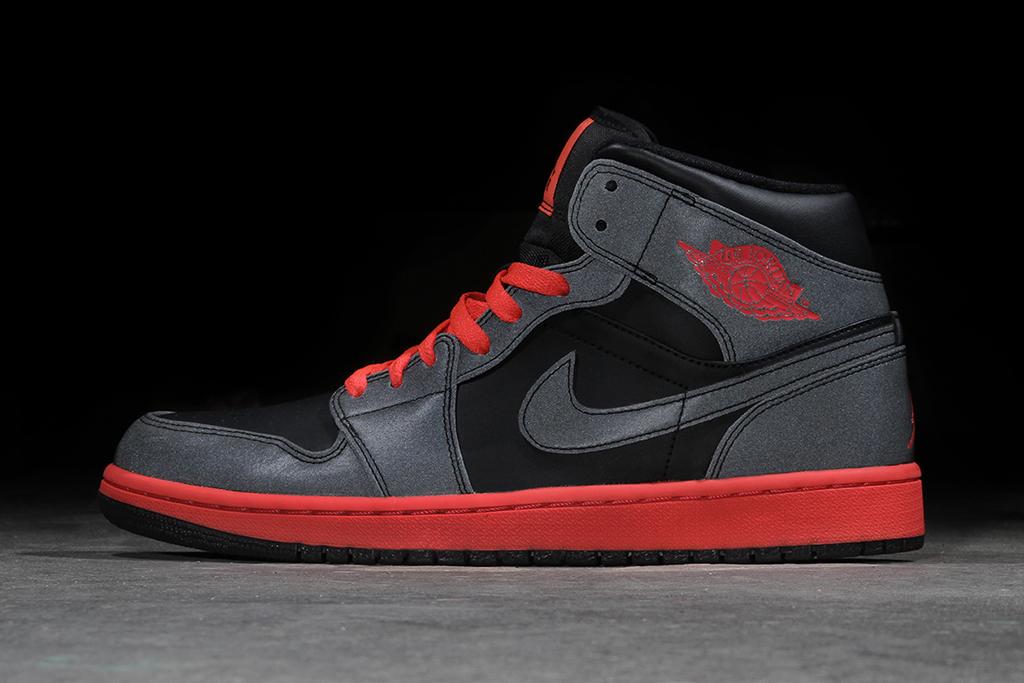 "Air Jordan 1 Mid ""Black Reflective"""