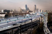 Norman Foster Proposes 220km Elevated Bike Path in London