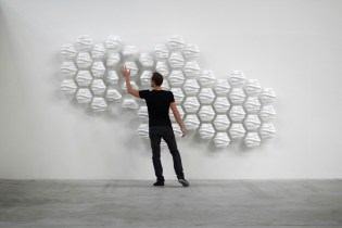 HEXI Responsive Wall by Thibaut Sld
