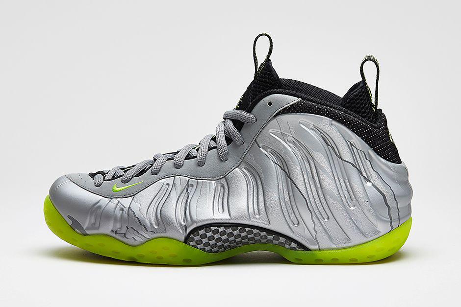 Nike Air Foamposite One Premium Metallic Silver/Volt-Black