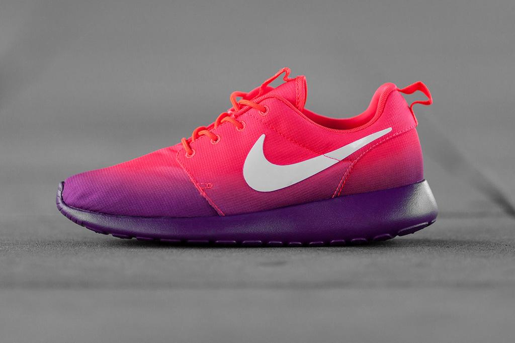 Nike WMNS Roshe Run Print Laser Crimson/White-Bright Grape