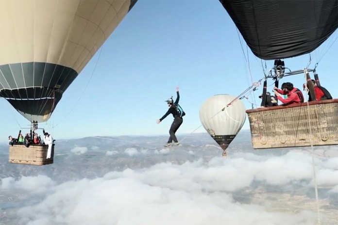 The Balloon Highline: Walking the Tightrope Between Hot Air Balloons