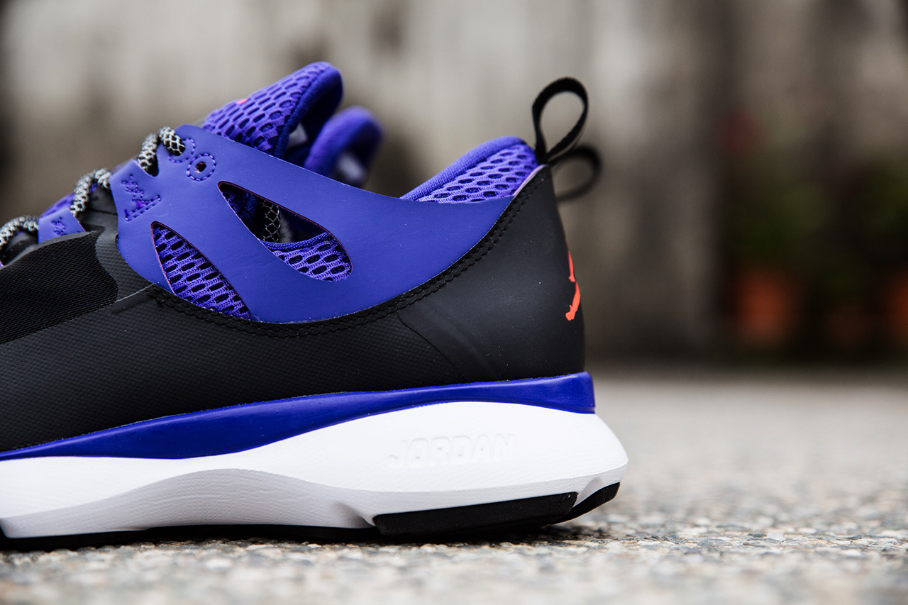 a closer look at the jordan flight runner