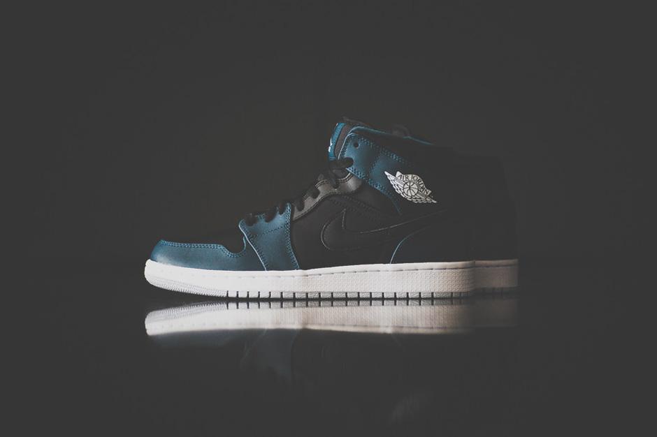 Air Jordan 1 Mid Black/Nightshade
