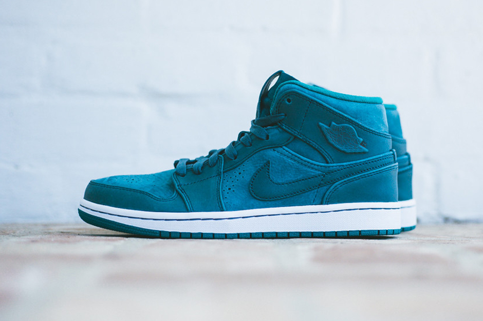 "Air Jordan 1 Mid Nouveau ""Night Shadow"""