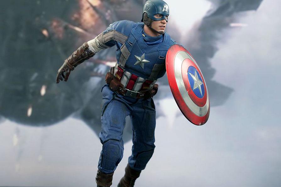 "Hot Toys Captain America ""Golden Age Version"" Collectible Figure"