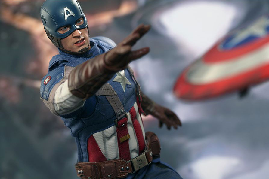 "Hot Toys Captain America ""Golden Age Version"" Collectible Figure"