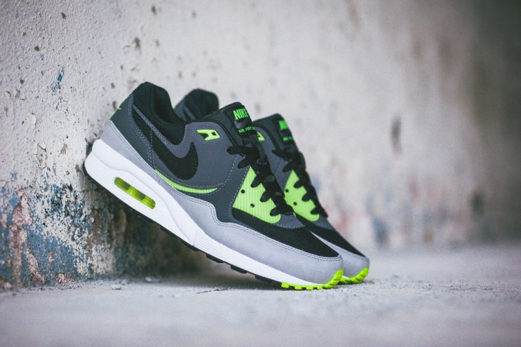 Nike Air Max Light Essential Black/Dark Grey-Volt