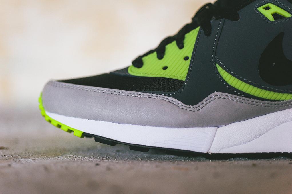Nike Air Max Light Essential Black/Dark Grey-Volt