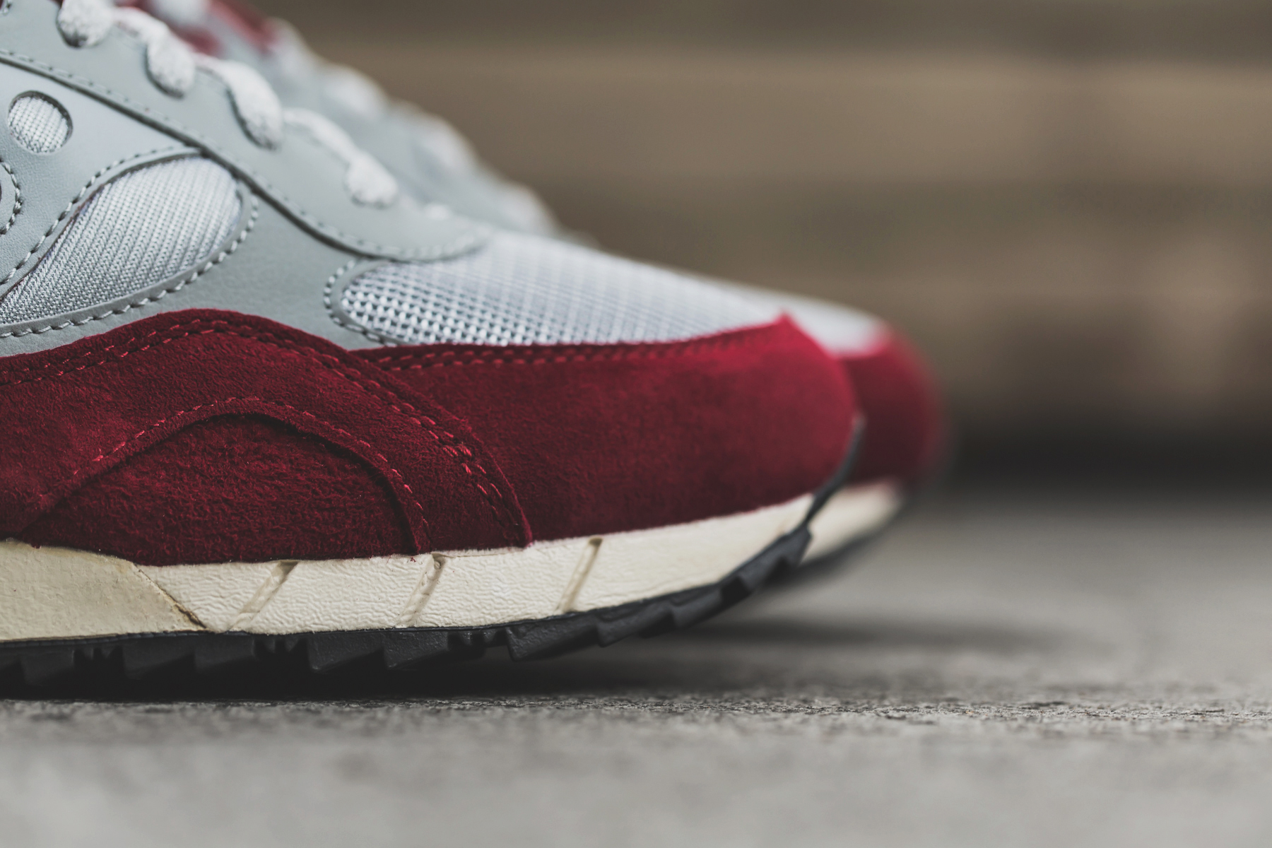 a closer look at the saucony shadow 6000 grey red