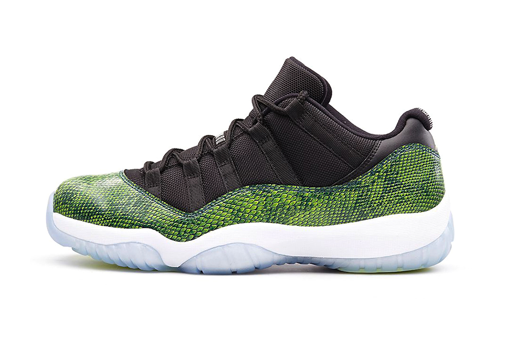 a first look at the air jordan 11 low nightshade