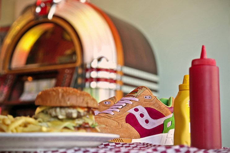 "END. x Saucony Shadow 5000 ""Burger"""