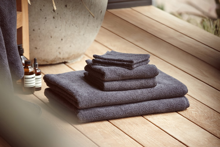 James Perse Bath Towels