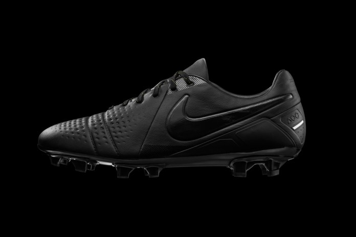 "Nike CTR 360 Limited Edition ""Lights Out"""