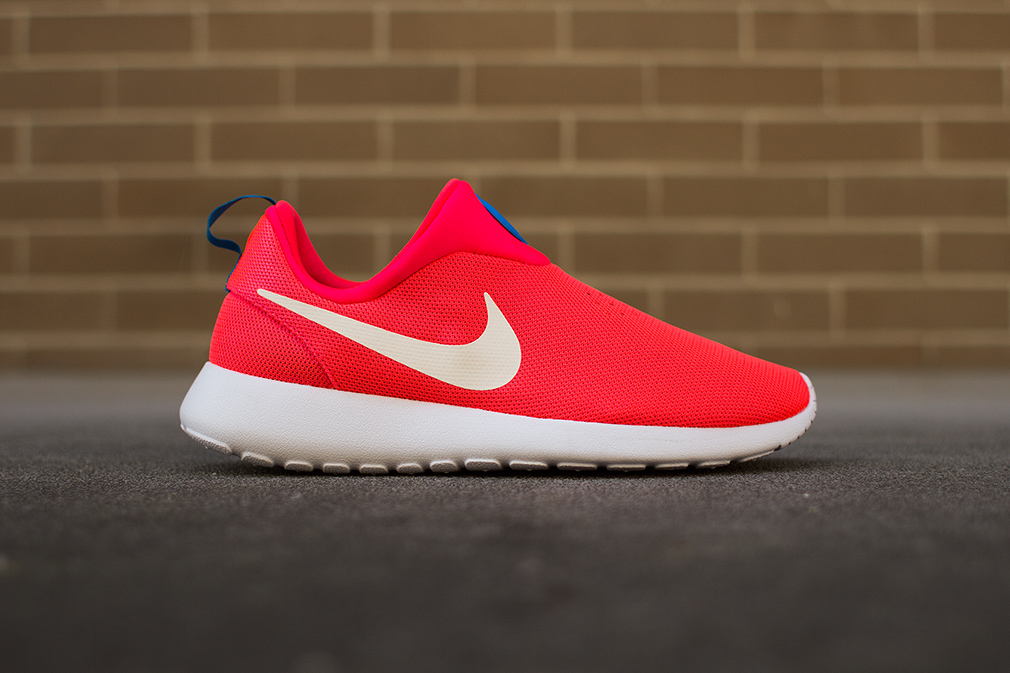"Nike Roshe Run Slip On ""Laser Crimson"""