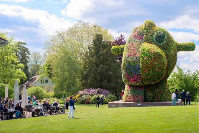 """Jeff Koons' """"Split-Rocker"""" Sculpture Coming to New York's 30 Rock"""