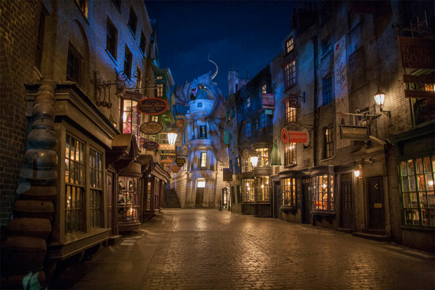 a first look at the harry potter theme park at universal studios florida