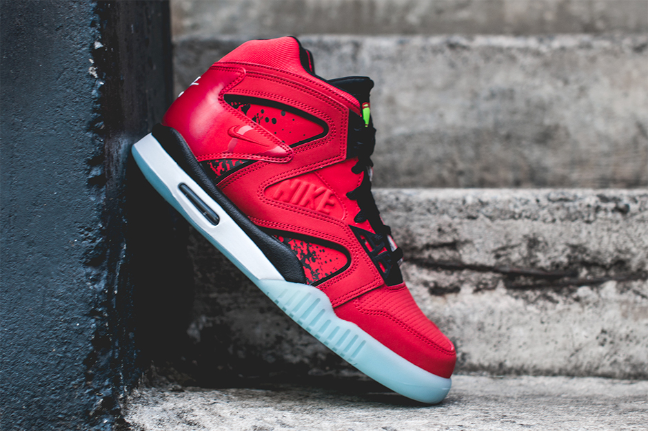 """Nike Air Tech Challenge Hybrid """"Chilling Red"""""""