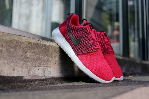 "Nike Roshe Run ""Fuchsia"""