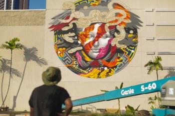POW! WOW! Hawaii x Versace Mural by Tristan Eaton Video