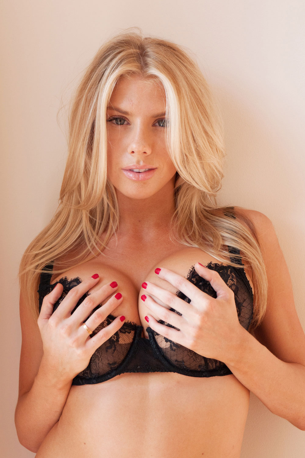 charlotte mckinney visits terry richardsons studio