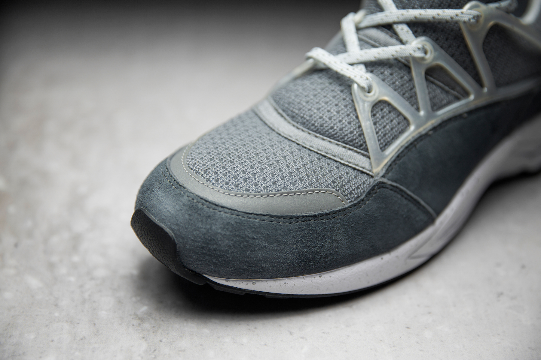 footpatrol x nike air huarache light concrete