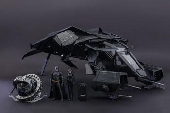 "Hot Toys ""The Bat"" Collectible Set"