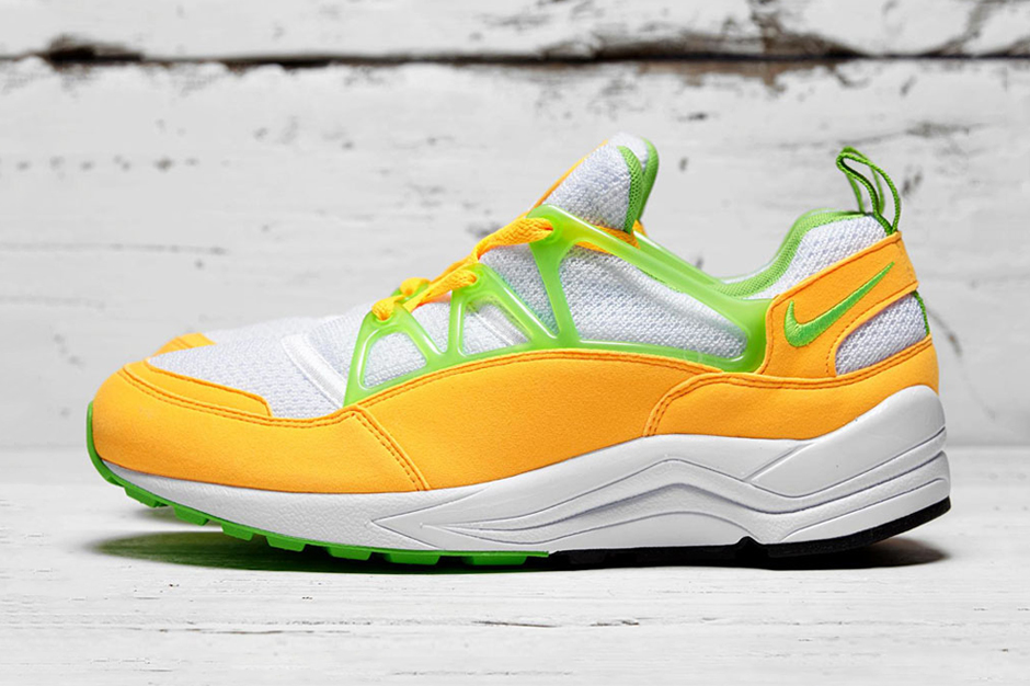 "Nike Air Huarache Light ""Atomic Mango"""