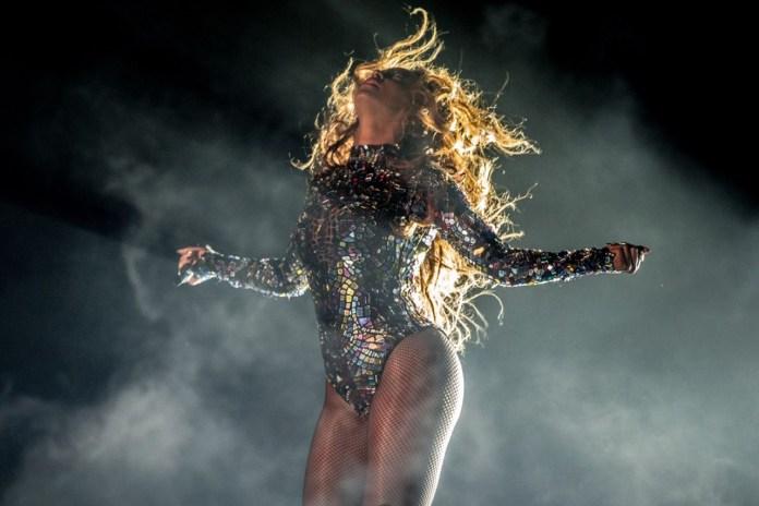 "Beyoncé's 2014 MTV VMAs ""Video Vanguard"" Performance"
