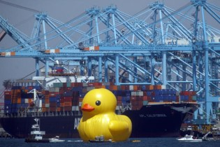 Florentijn Hofman's Giant Rubber Duck Makes its Way to Los Angeles