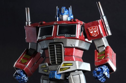 Hot Toys Optimus Prime Starscream Version