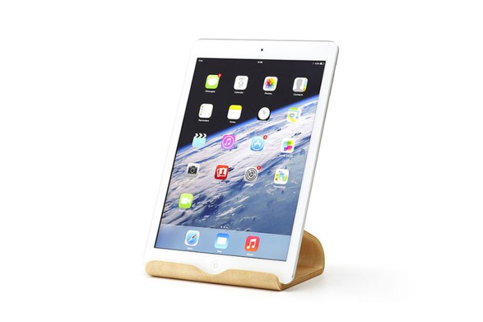 "Moku's ""Desktop Furniture "" Beautifully Displays Your Tablets and Laptop"