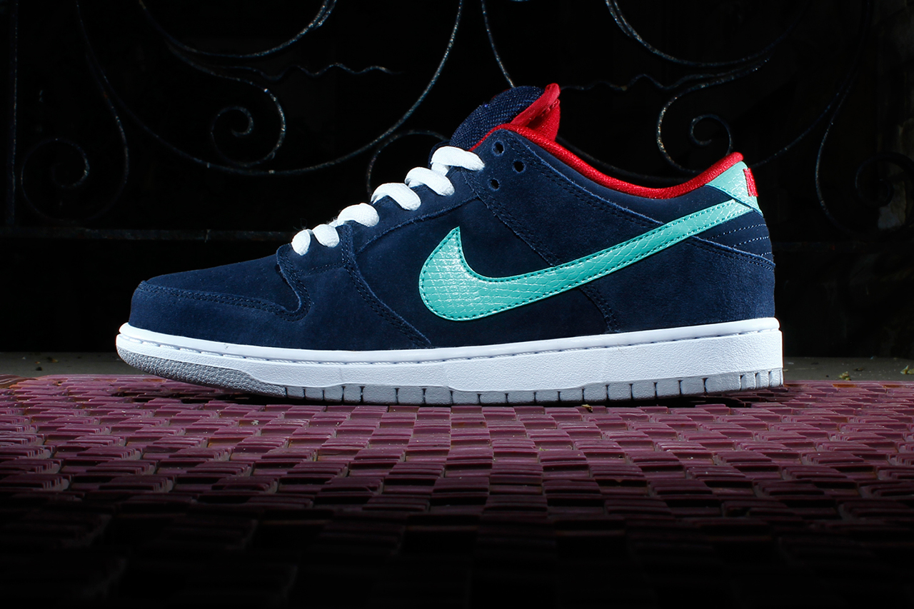 nike sb dunk low pro obsidian gym red white crystal mint