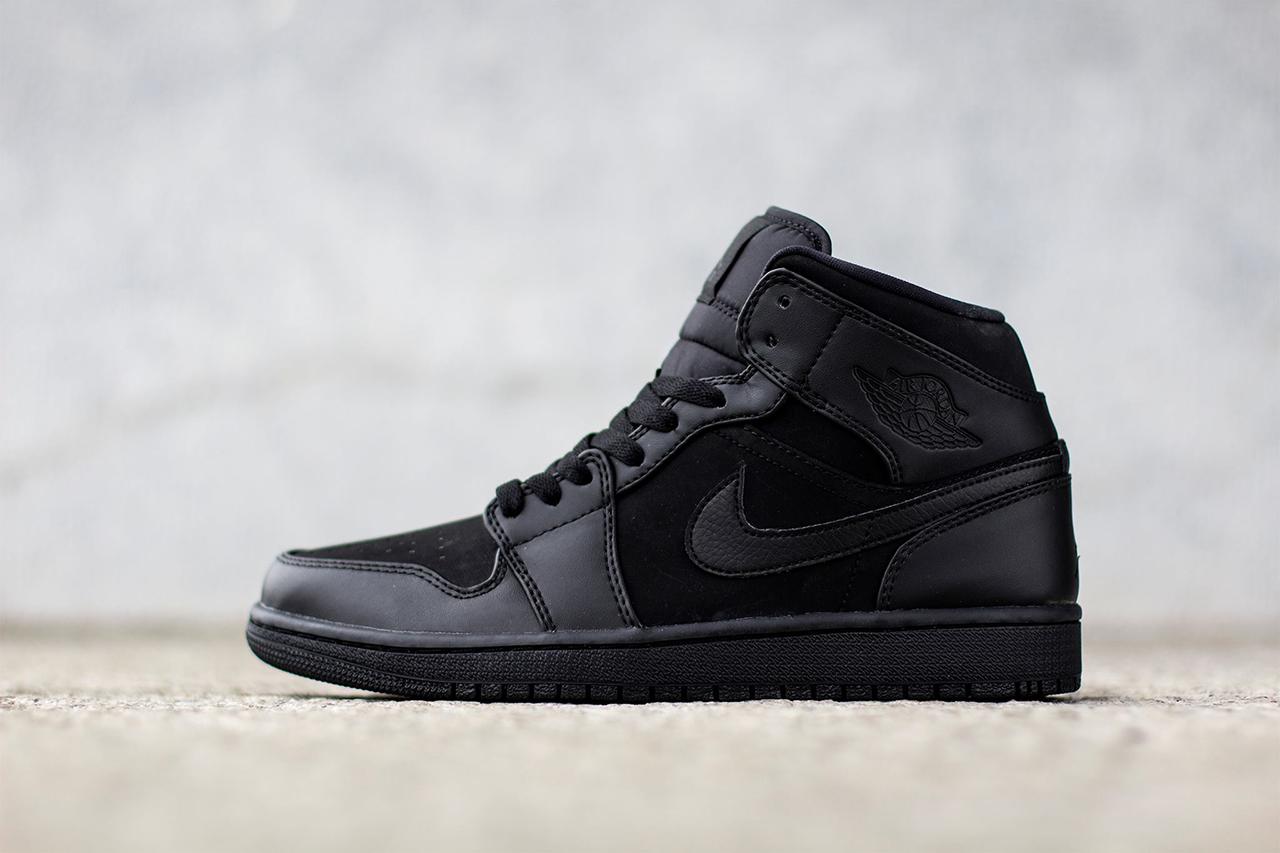 "Air Jordan 1 Mid ""Triple Black"""