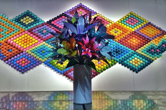"""Putting Old Spray Cans to Good Use: DJ Neff and Paul Ramirez """"CANLOVE"""" Flower Installation"""