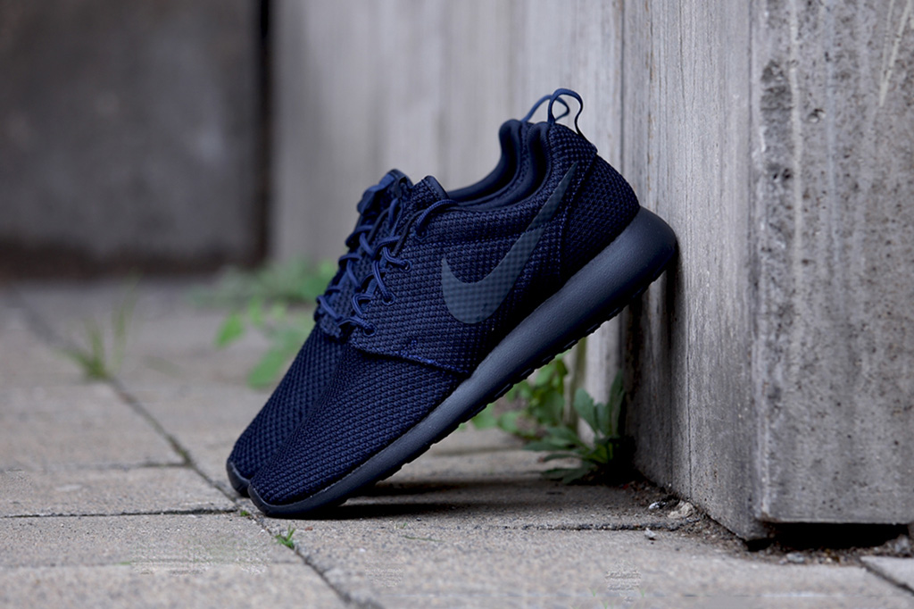 nike roshe run navy