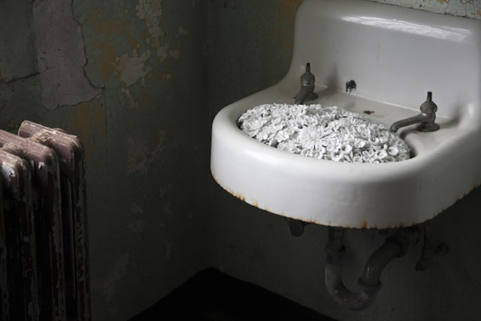 """Ai Weiwei Adds Porcelain """"Blossom"""" Installation to """"@Large"""" Exhibition on Alcatraz Island"""